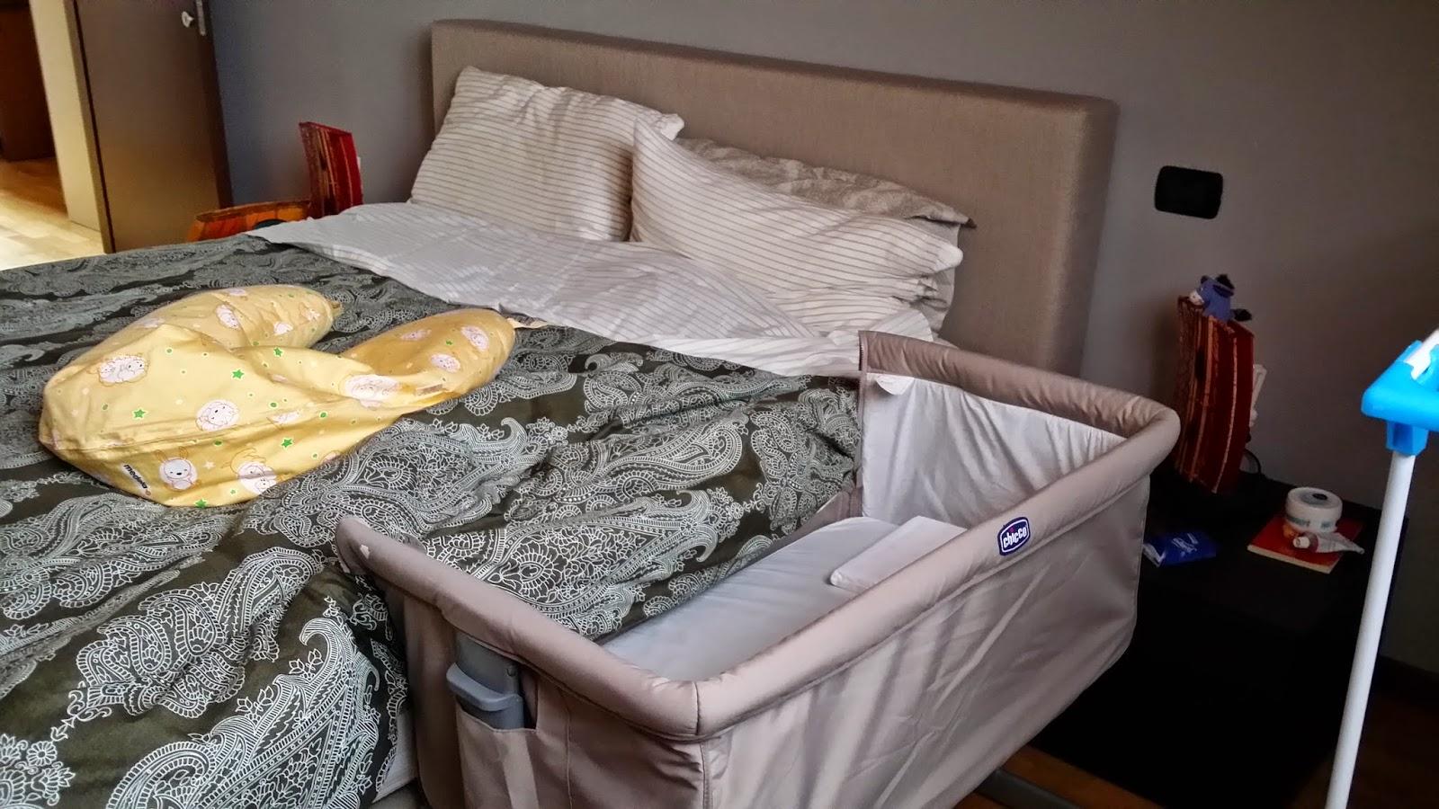 Culla next2me co sleeping una mamma in pigiama - Culla che si attacca al letto prenatal ...