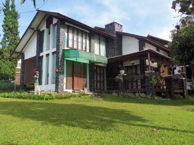 http://vilaistanabungavilage.blogspot.com/2014/03/penginapan-murah-di-bandung-villa.html