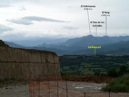 El Catllaràs occidental amb el Sobrepuny des de la pedrera de Terra Negra