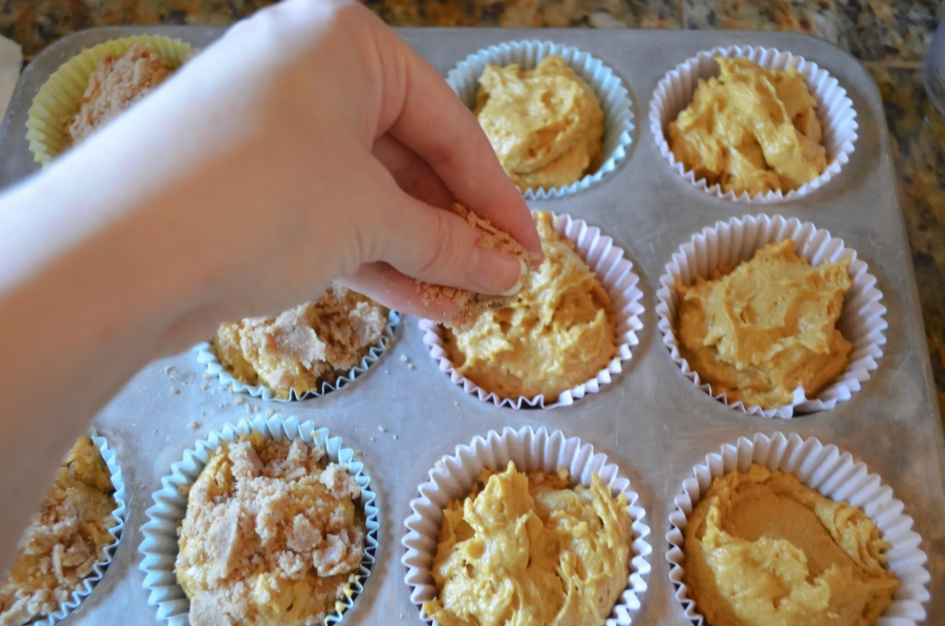 Pumpkin-Muffins-Sprinkle-Crumb-Topping.jpg