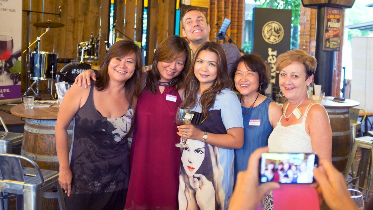 ladies at the wine club event with david stephan