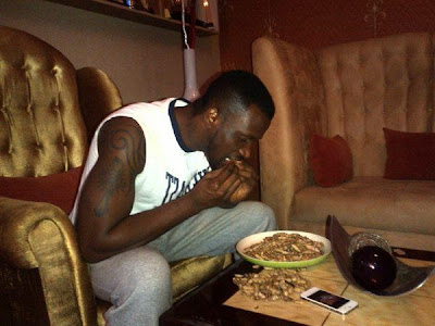 peter okoye eating groundnuts