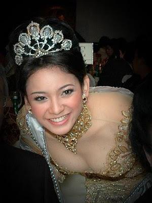 Foto setengah bugil Agni Pratistha Putri Indonesia