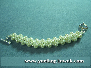 Simple_White_Swarovski_Pearl_Bracelet_2