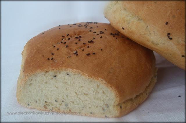 domowy chleb pszenny, chleb pszenny, czarnuszka, pieczywo