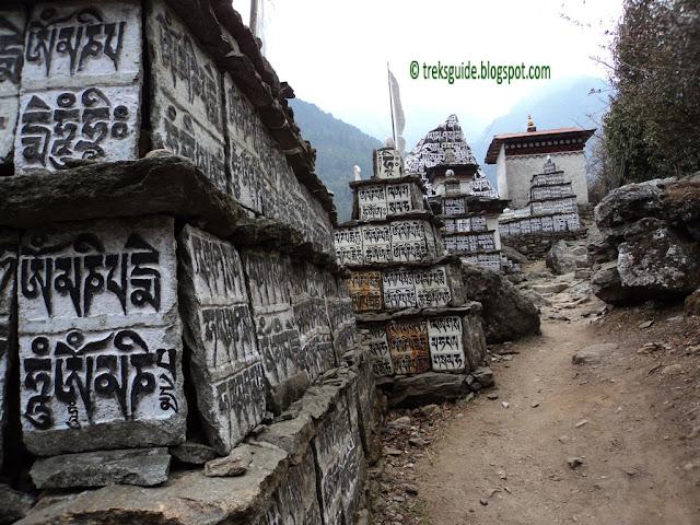 Om Mani Peme Hun - Everest trekking