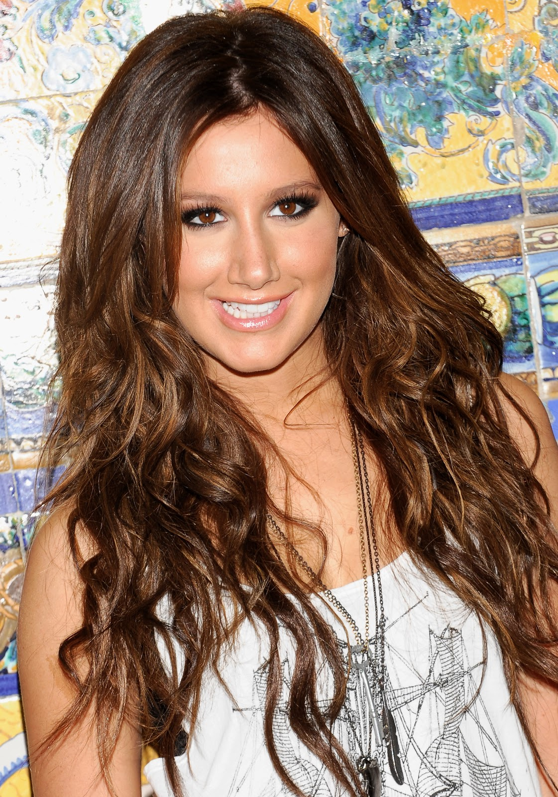 http://2.bp.blogspot.com/-EGbOVSJ_-MM/TviaQs1akNI/AAAAAAAABXI/Pss8L3s3T4Y/s1600/Ashley-Tisdale-Ashleytisdale-hairstyles-pictures-videos-movies-actress-pics+%252815%2529.jpg