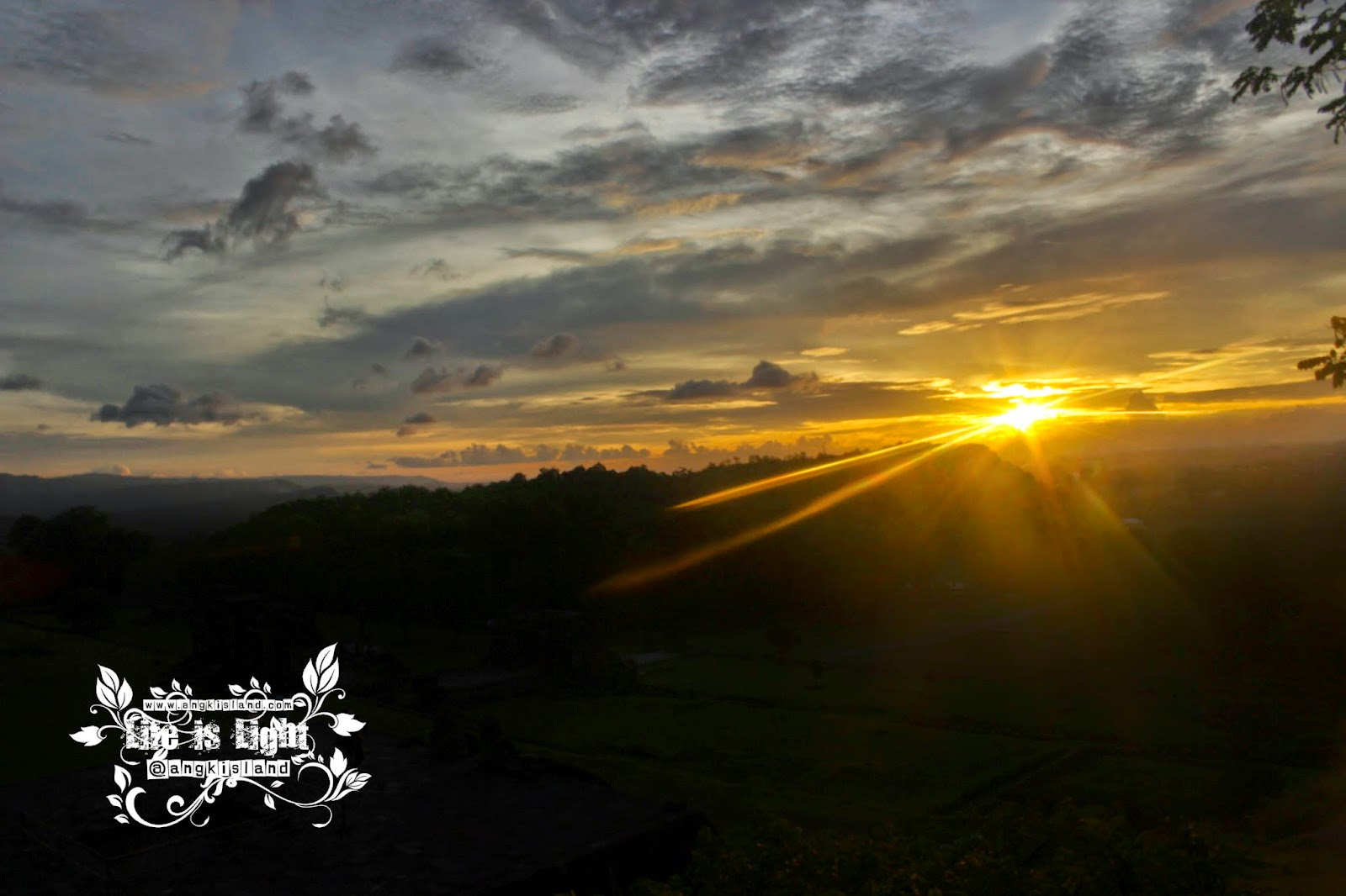 sunset istana ratu boko