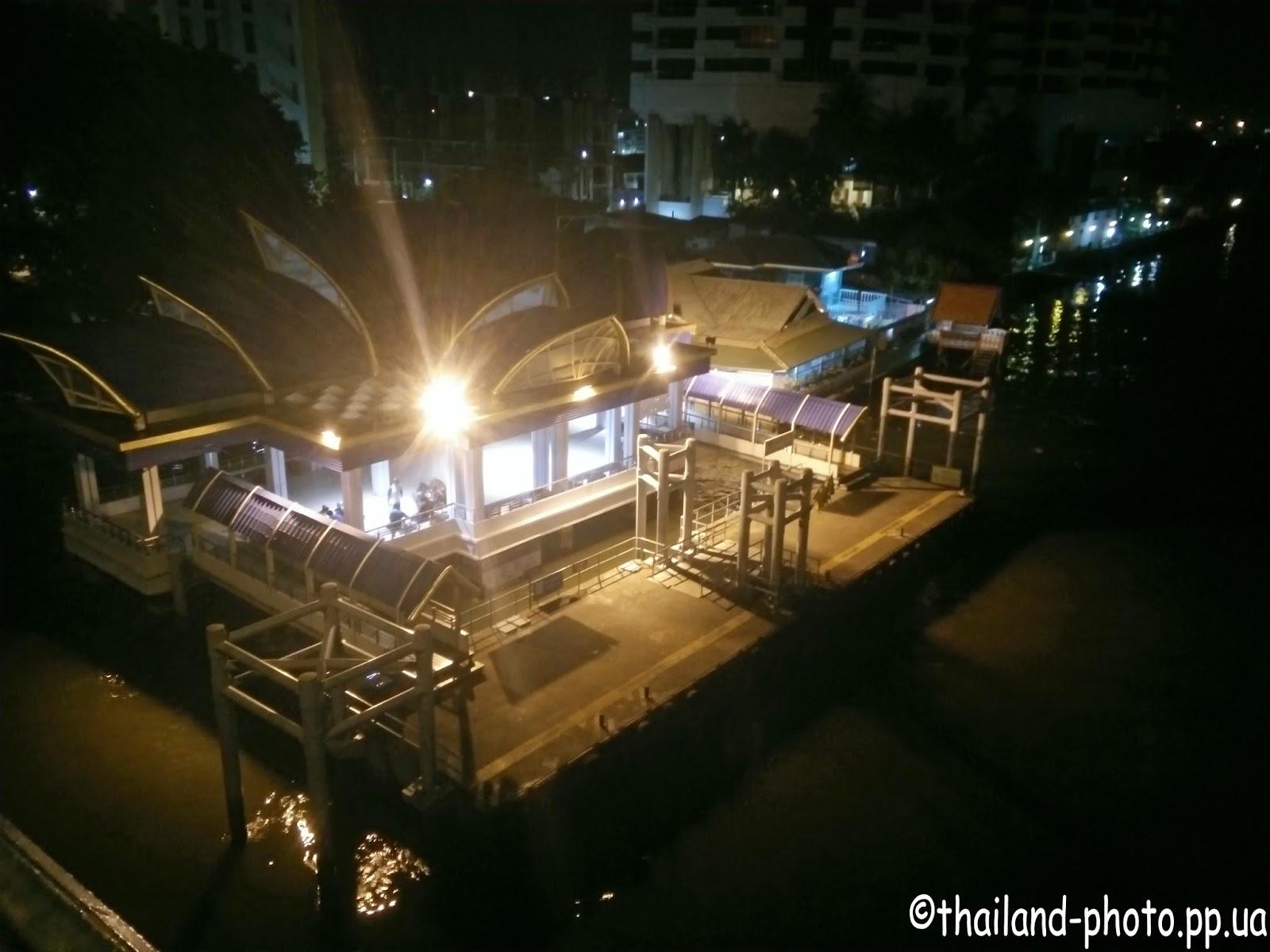 Ночной Бангкок фото набережной