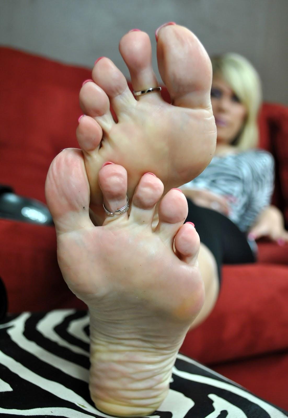 Angel kissed feet milf gets cummy feet from handjob footjob combination 6