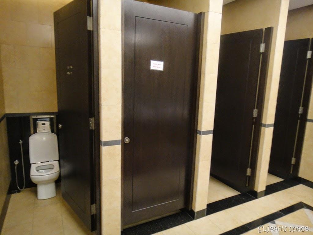 Edotsuki japanese public restrooms for Public bathrooms in japan