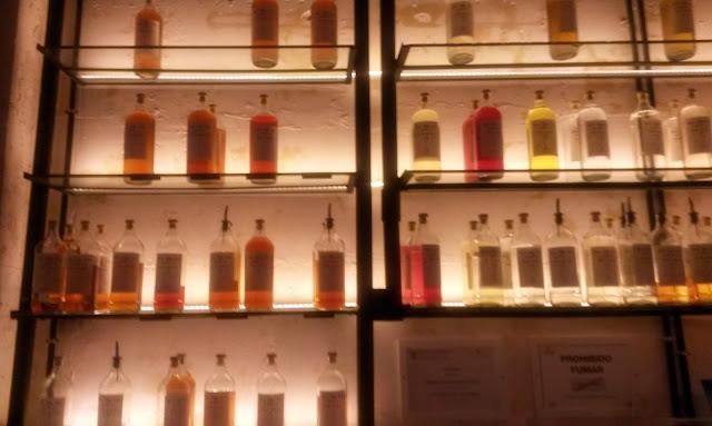 Macerados preparados para consumo en Macera Bar.