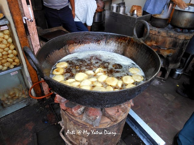Kachori being fried, Jaipur Street Food, Samrat Restaurant