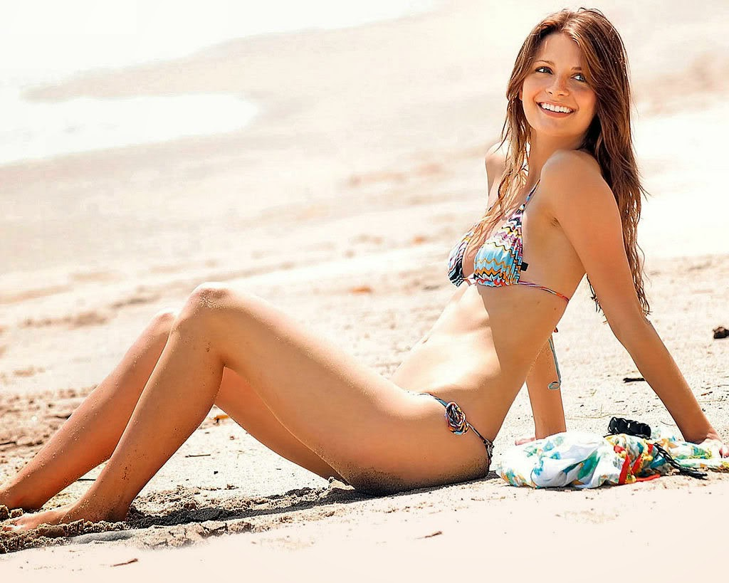 Mischa Barton Hot Model Bikini Body