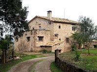 Arribant a la masia del Collet de Dalt