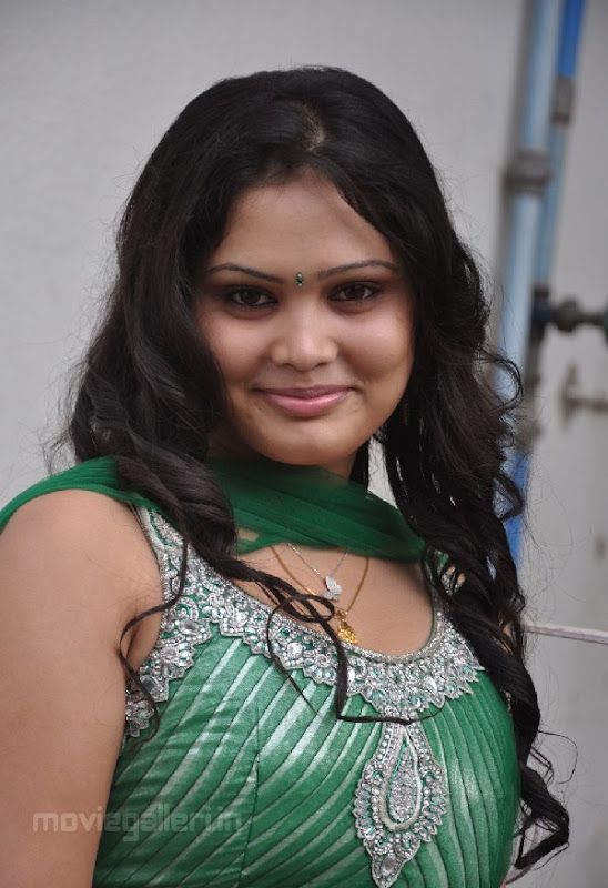 ACTRESS ASMITHA SEXY PICTURES hot photos