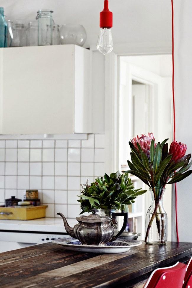 Skandynawskie elementy w kuchni, rustykalny czajniczek