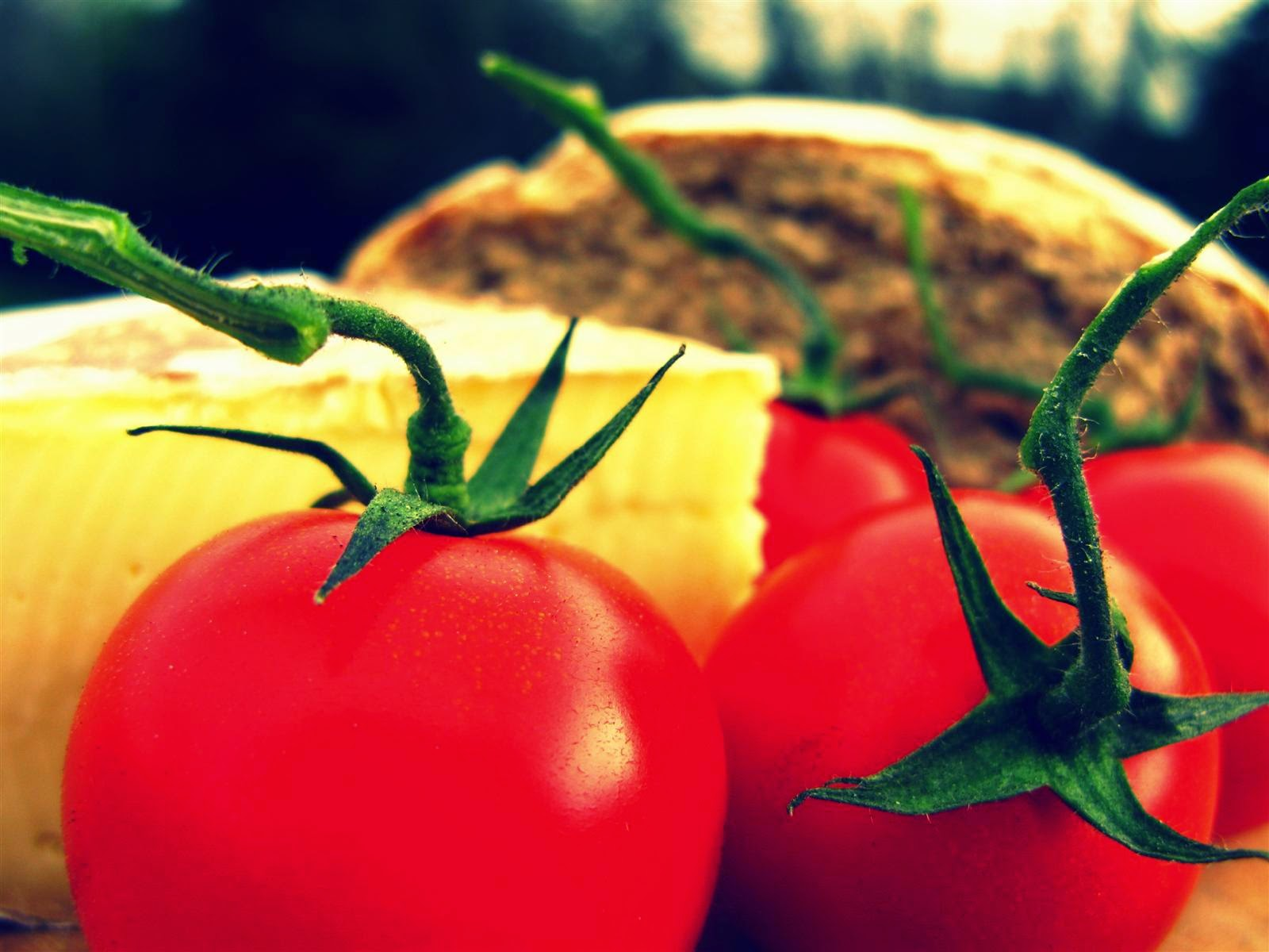 image of tomatoes, cheese and bread