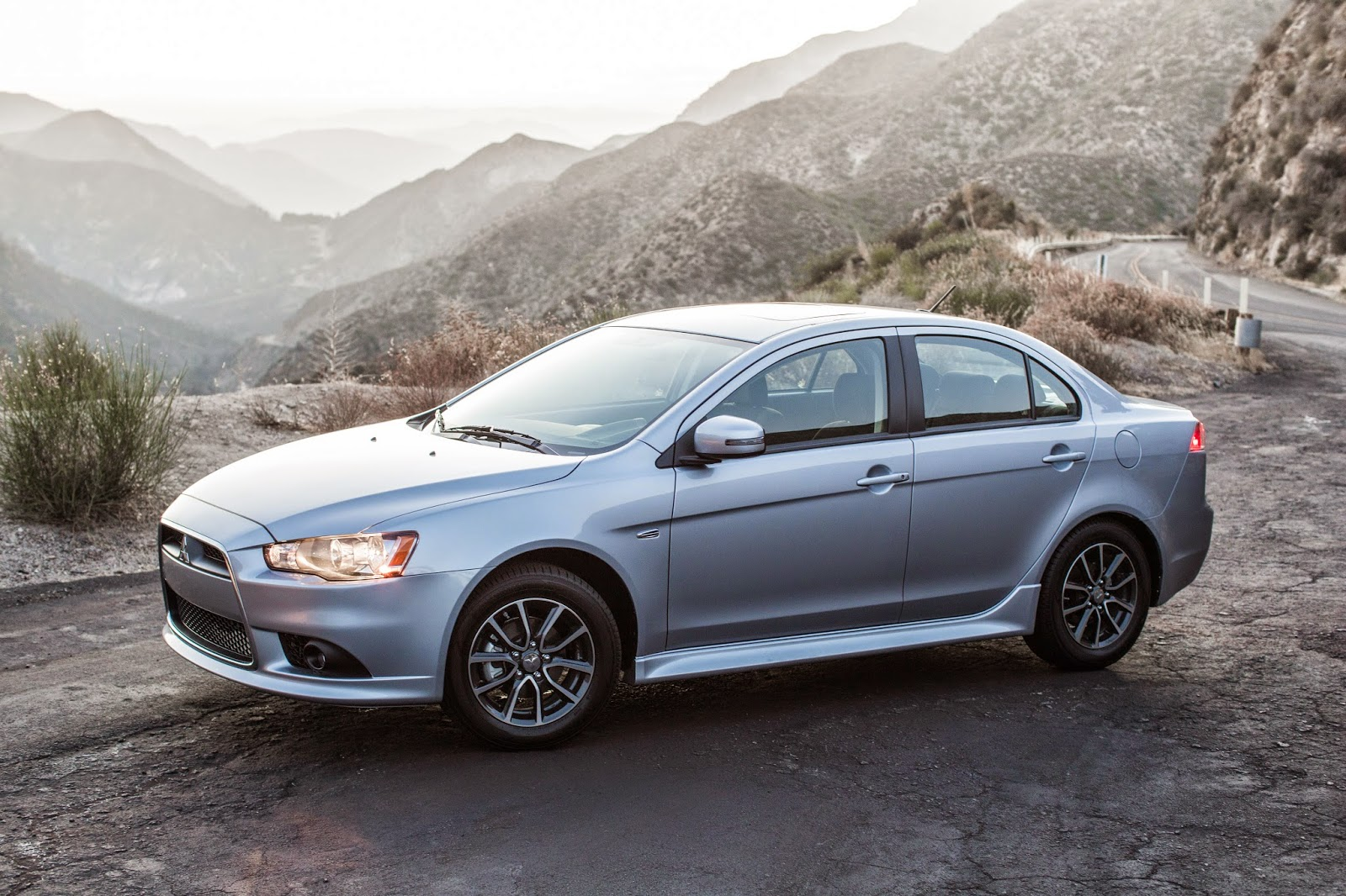 Front 3/4 view of 2015 Mitsubishi Lancer SE