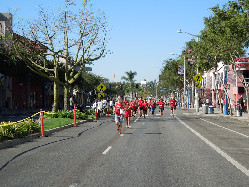 Team to End AIDS runners Santa Monica Blvd