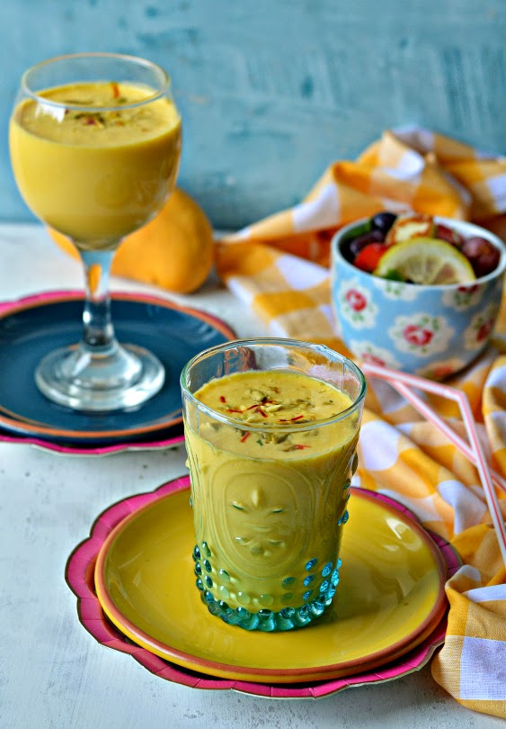 mango vanilla lassi :: mango yoghurt vanilla smoothie :: mango recipes :: summer drinks