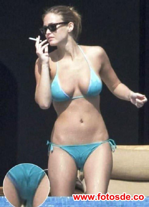 Bar Refaeli Smoking