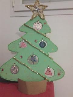 http://untuffoneilibri.blogspot.fr/2013/11/creazioni-natalizie-albero-di-natale-in.html