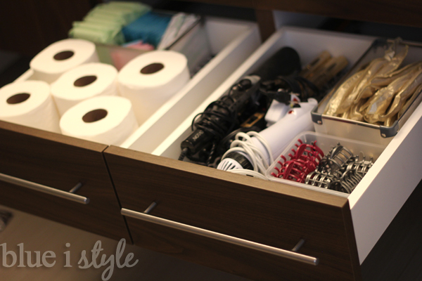 Organizing with style 4 tips for organizing bathroom drawers blue i style creating an for How to organize bathroom drawers