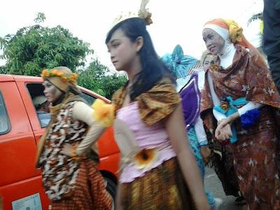 Foto Cewek Cantik Sexy ikut Karnaval