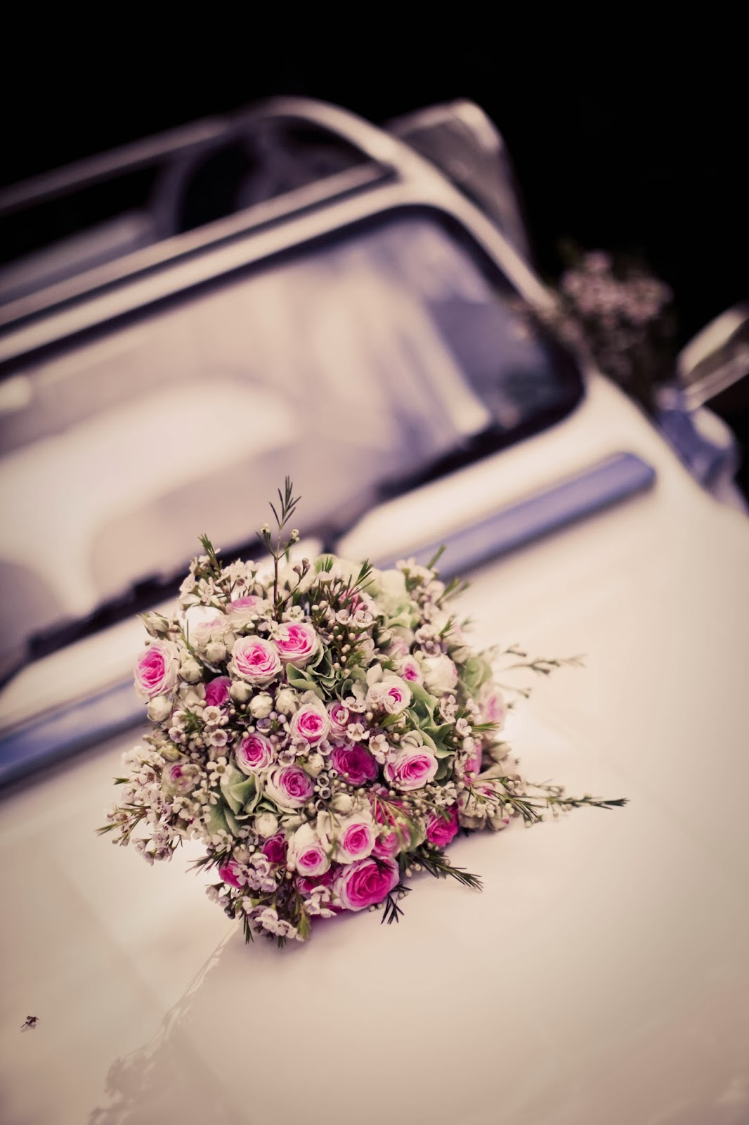 Retro roses bride bouquet on vintage French wedding car-Wedding photography by Elisabeth Perotin