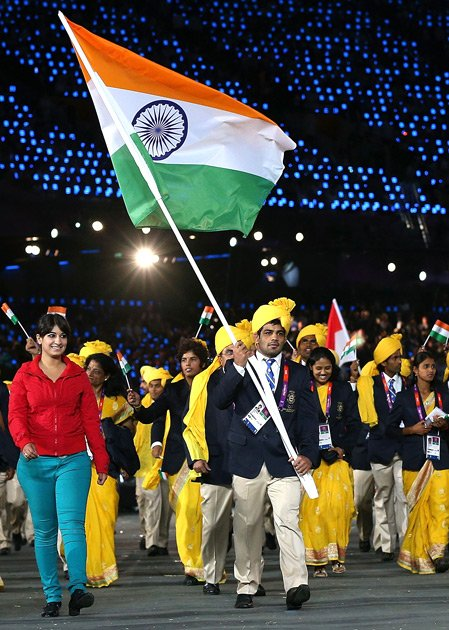 Madhura Honey leads Indian Team March Past at Olympic 2012 in London