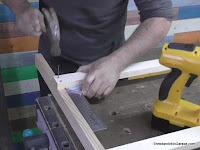 Taladrar agujeros guía y clavar los listones. www.enredandonogaraxe.com