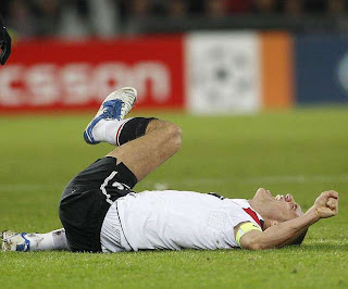 Vidic le dice adiós al resto de temporada 2011-2012