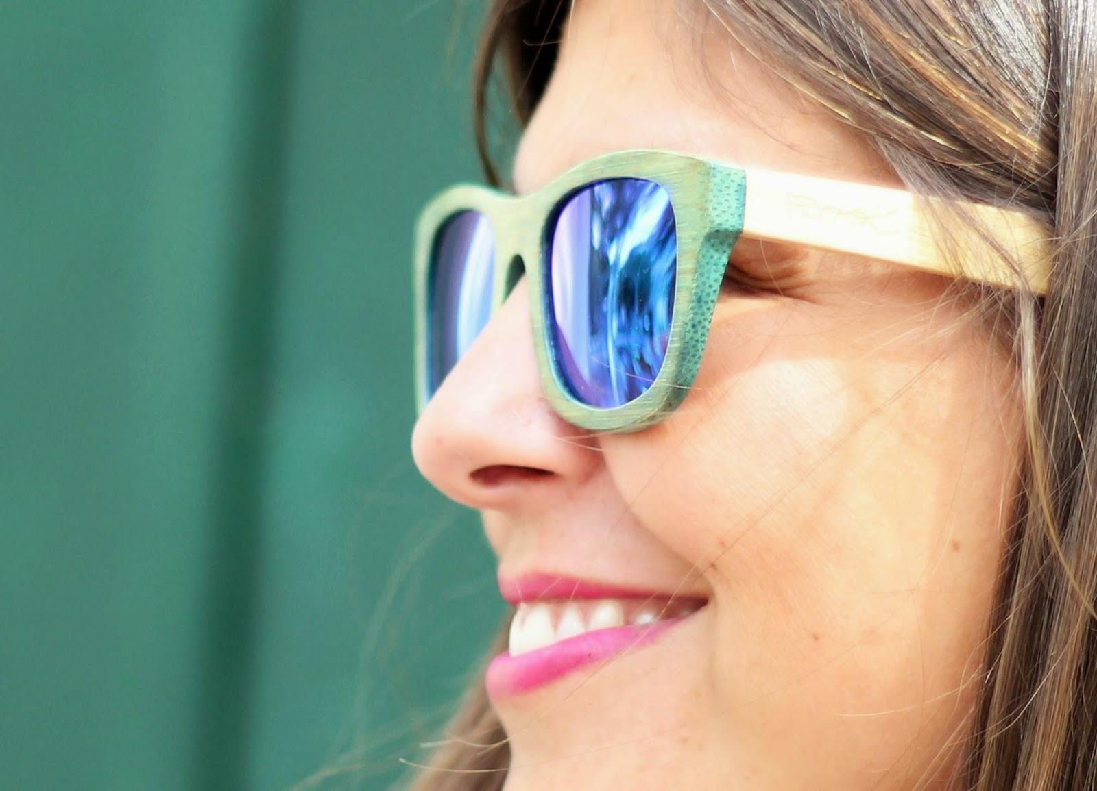 photo-root-sunglasses-wood-mirrow