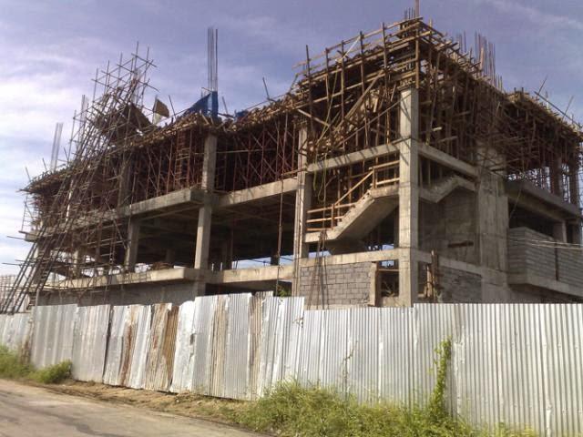 ΠΡΕΒΕΖΑ-Σε «ελεύθερη πτώση» η οικοδομή