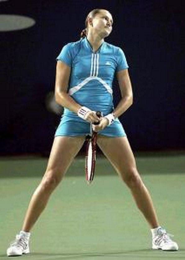 Photo insolite marrante d'une tenniswoman qui fait une tronche incroyable