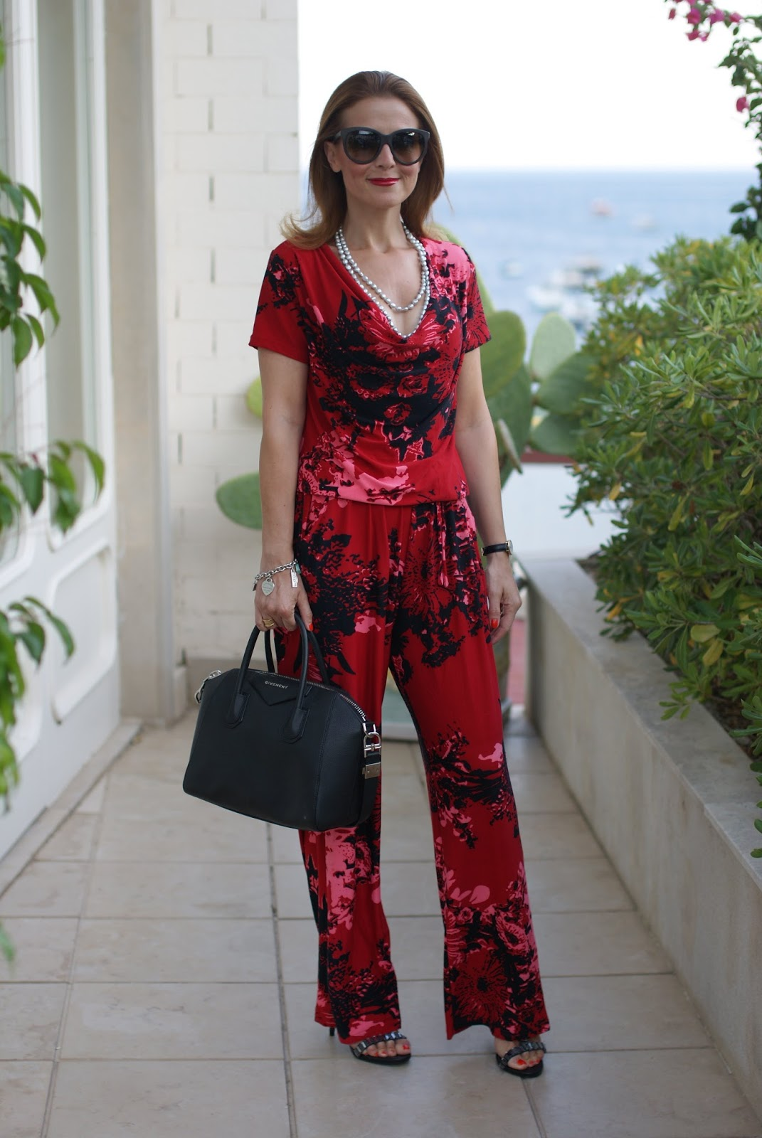 How to wear a jumpsuit in the evening with Smash! Indigo overall and Givenchy Antigona bag on Fashion and Cookies fashion blog