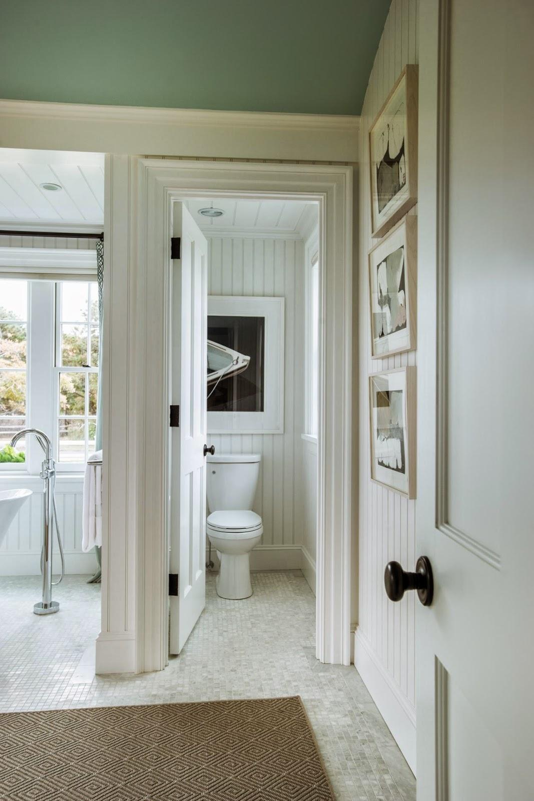 Adorei esses espelhos em frente à banheira! #5F5038 1067x1600 Banheiro Com Banheira Metragem