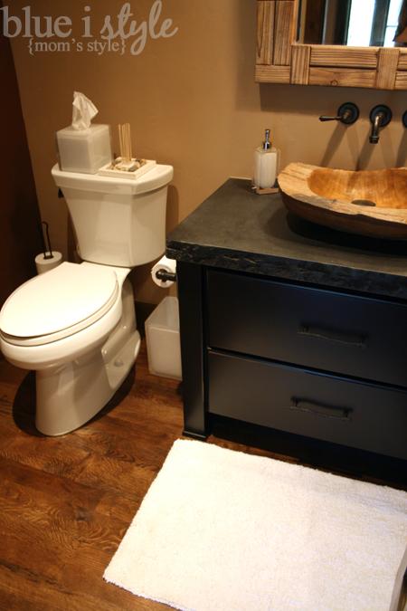 {momu0027s Style} Rustic Chic Powder Room | Blue I Style   Creating An  Organized U0026 Pretty, Happy Home!