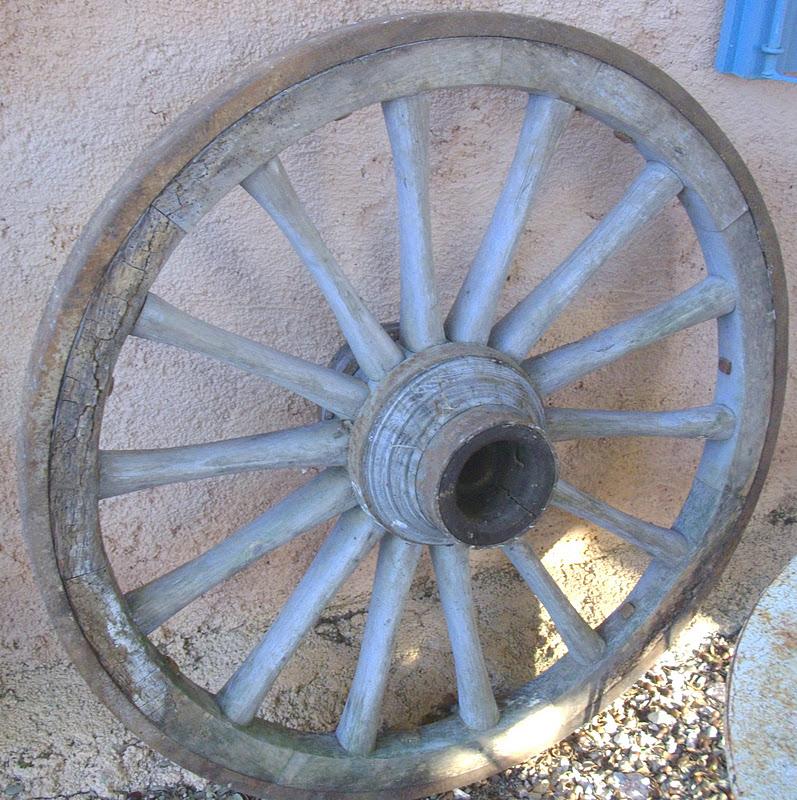 Ancien immense roue charette art populaire d co ferme rustique proven al - Roue de charette decoration ...