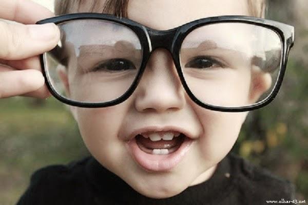 Bébé garçon avec lunettes