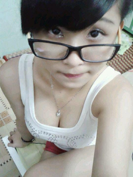gai 9x len facebook khoe lan dau lam chuyen ay gay soc 2