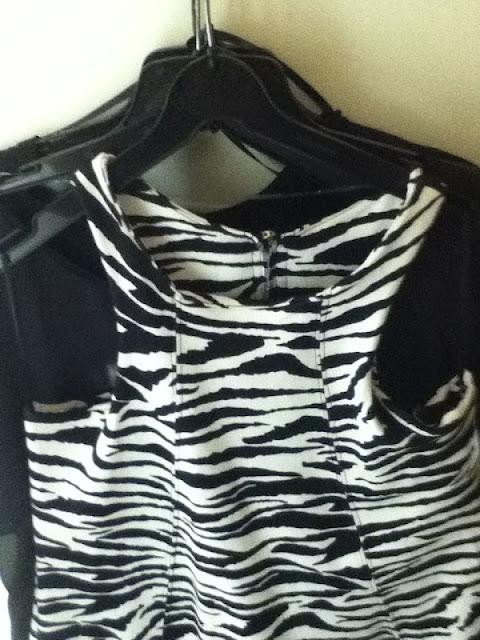 Renner+Vestido+zebra+no+cabide Tees BOA, BONITA E BARATA!! Eu sei aonde tem, e você??!!