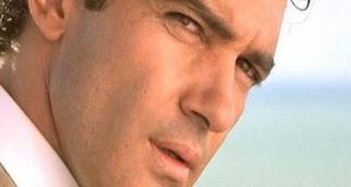 Antonio Banderas mide 173 centímetros.