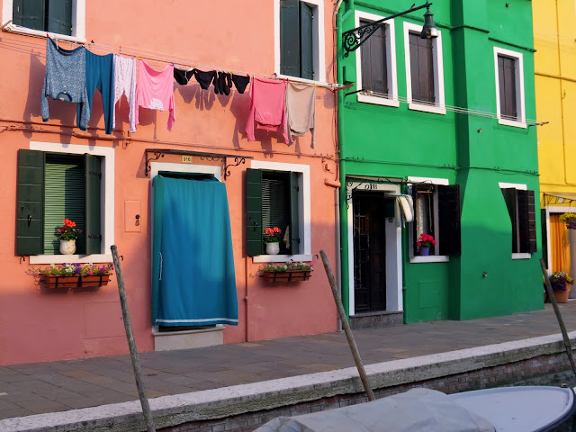 burano island venice colourful house