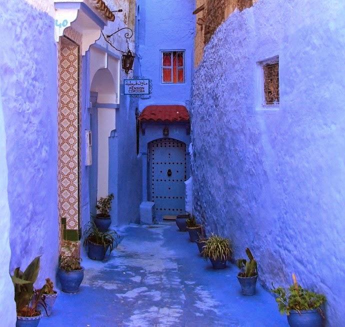 pueblo pintado de azul en marruecos