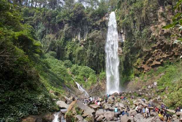 Grojogan Sewu Tawangmangu - wisata alam di jawa tengah yang segar
