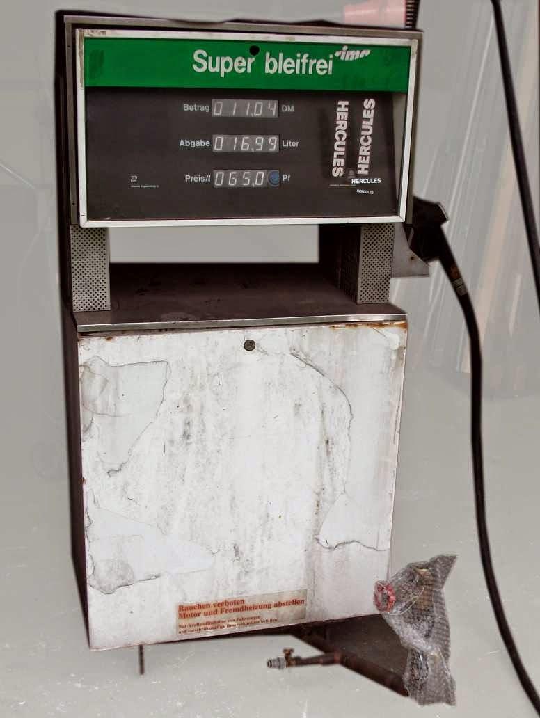 Zukunft fährt elektrisch: Tanksäulenumbau (aus Benzin mach Strom ...
