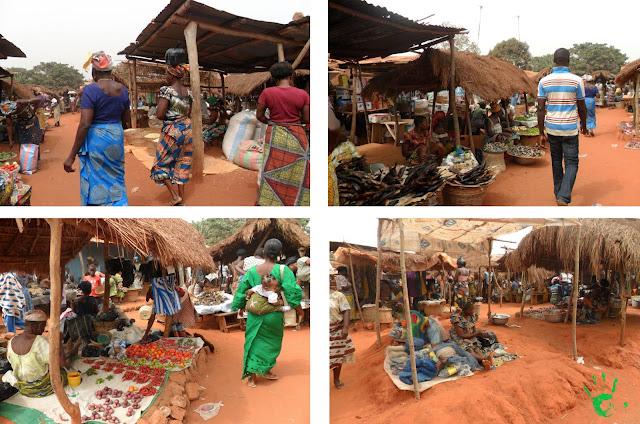 Bancarelle al mercato di Noepé, Togo, Africa