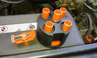 Aparat zapłonowy - jak wymienić kopułkę i palec w VW Polo 86C 1.3